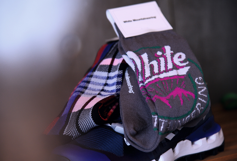 White Mountaineering OUTDOOR MIDDLE SOCKS